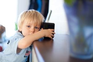 kids-listen-to-radio-6